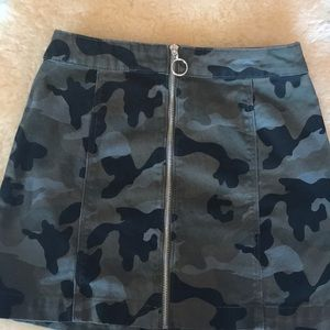 H & M camo a line mini front zip denim skirt S